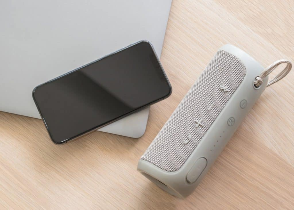 Speaker, audio loudspeaker with bluetooth wireless connection with mobile smartphone and computer laptop